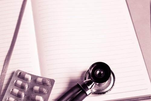聴診器と薬とノート